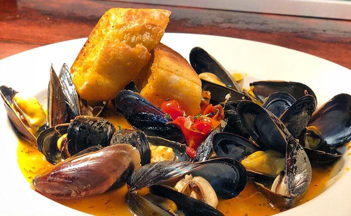 walpack-inn-pei-mussels-in-wine-broth