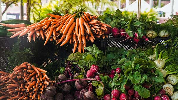 wayne-county-farmers-maket-vegetables-display