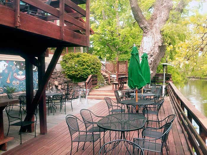 willowtree-inn-deck